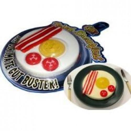 Anglické gumové raňajky s volským okom, slaninkou a rajčinami