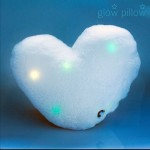 Svietiaci LED vankúš v tvare srdca